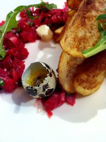 Beef tartar and quail egg at Searsucker | Photo: Jette Momant